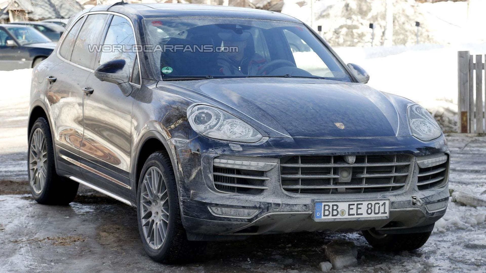 2015 porsche cayenne facelift spied with minimal camouflage. Black Bedroom Furniture Sets. Home Design Ideas