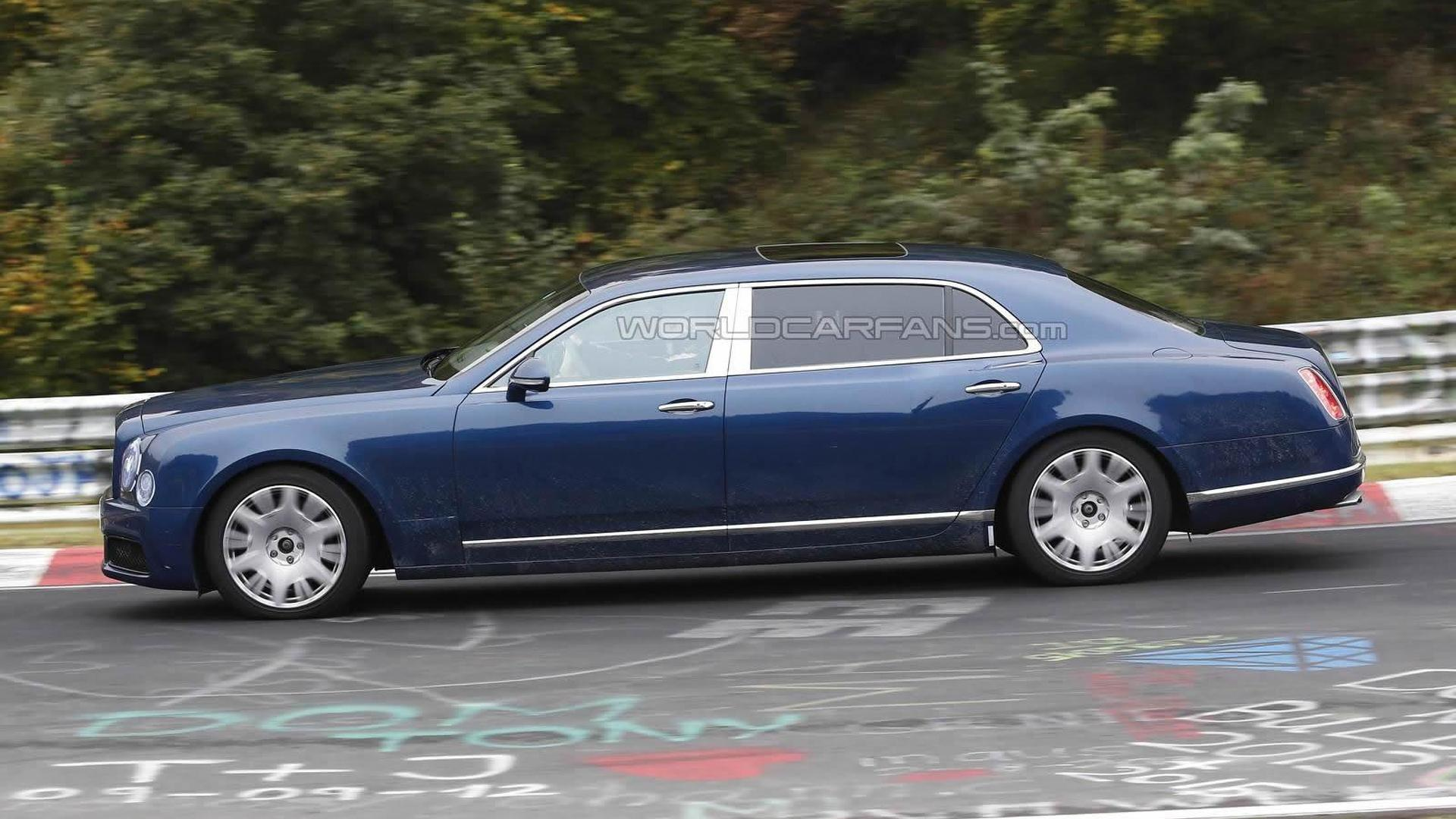 2016 bentley mulsanne and long wheelbase caught in motion. Black Bedroom Furniture Sets. Home Design Ideas