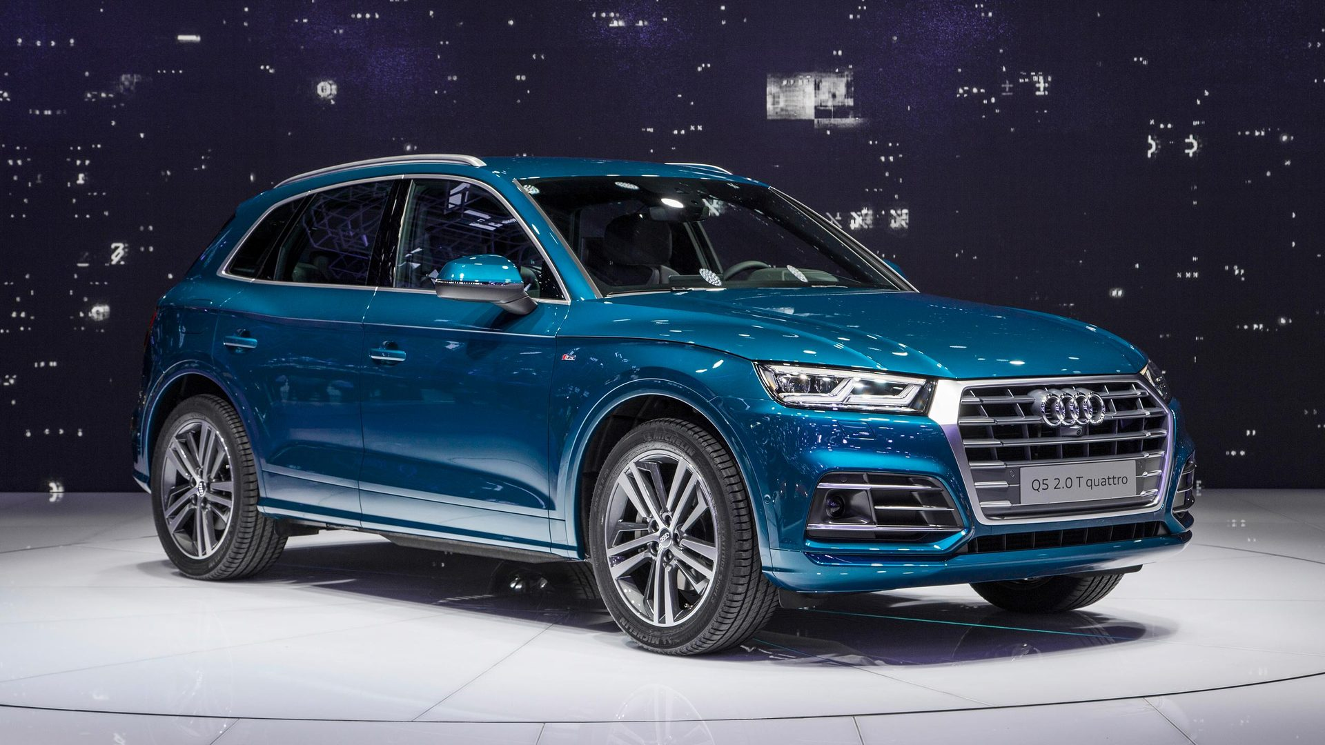 2017 audi q5 debuts with evolutionary design. Black Bedroom Furniture Sets. Home Design Ideas