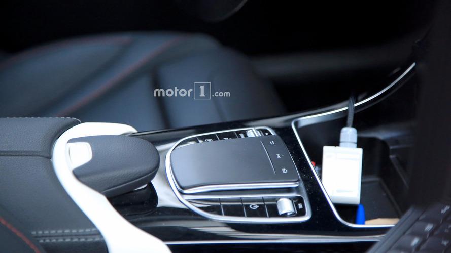 Flagra: Mercedes Classe C 2018 reestilizado revela novo touchpad