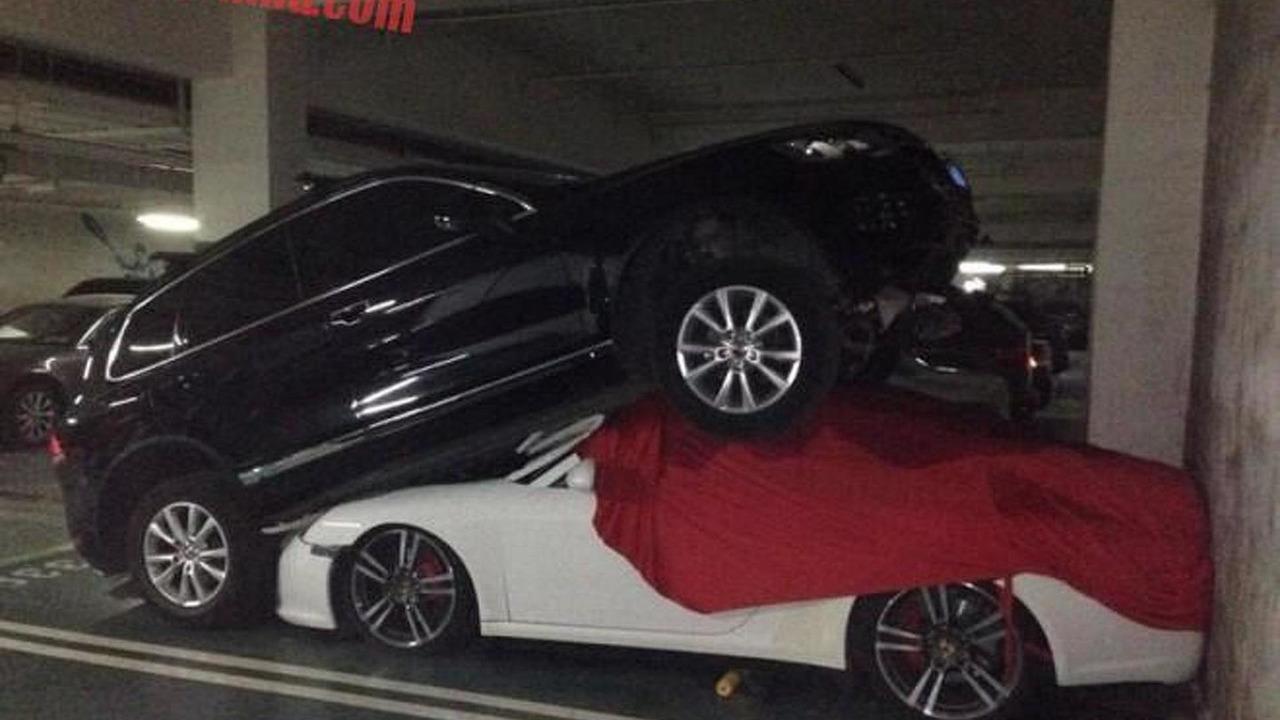 Volkswagen Touareg and Porsche 911 crash