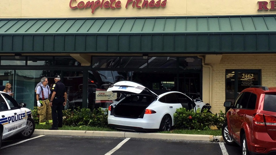 Tesla Model S crash - Lighthouse Point, Florida
