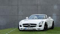 Mercedes-Benz SLS AMG Roadster sitting pretty in Frankfurt [video]