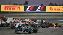 Start action- Nico Rosberg, Mercedes AMG F1 Team W07, Valtteri Bottas, Williams FW38 and Lewis Hamilton, Mercedes AMG F1 Team W07