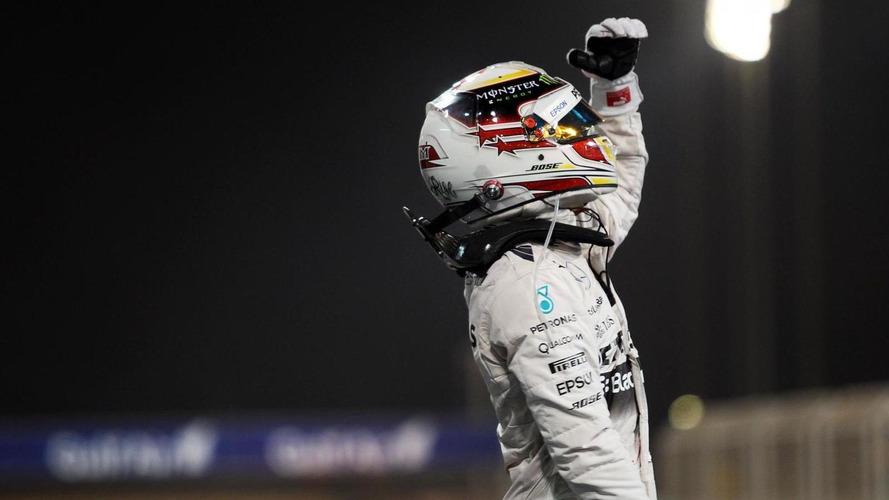 Mercedes denies Hamilton has signed 2016 deal