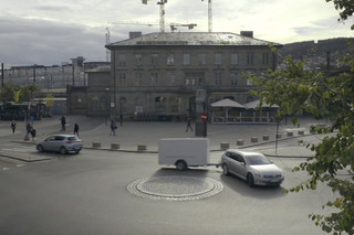 Watch a Trailer Pull a Volkswagen Passat and Freak People Out