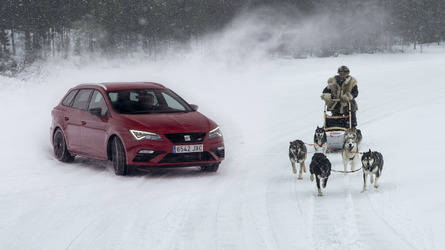 SEAT Leon Cupra With 300 Horses Challenges 6 Huskies On Ice