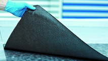 Audi dry carbon fiber weave can still be bent 01.03.2012