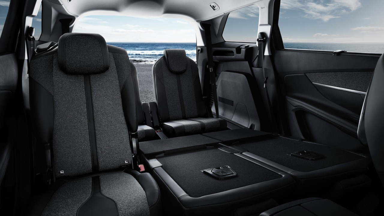 all new peugeot 5008 revealed now a large seven seater suv. Black Bedroom Furniture Sets. Home Design Ideas