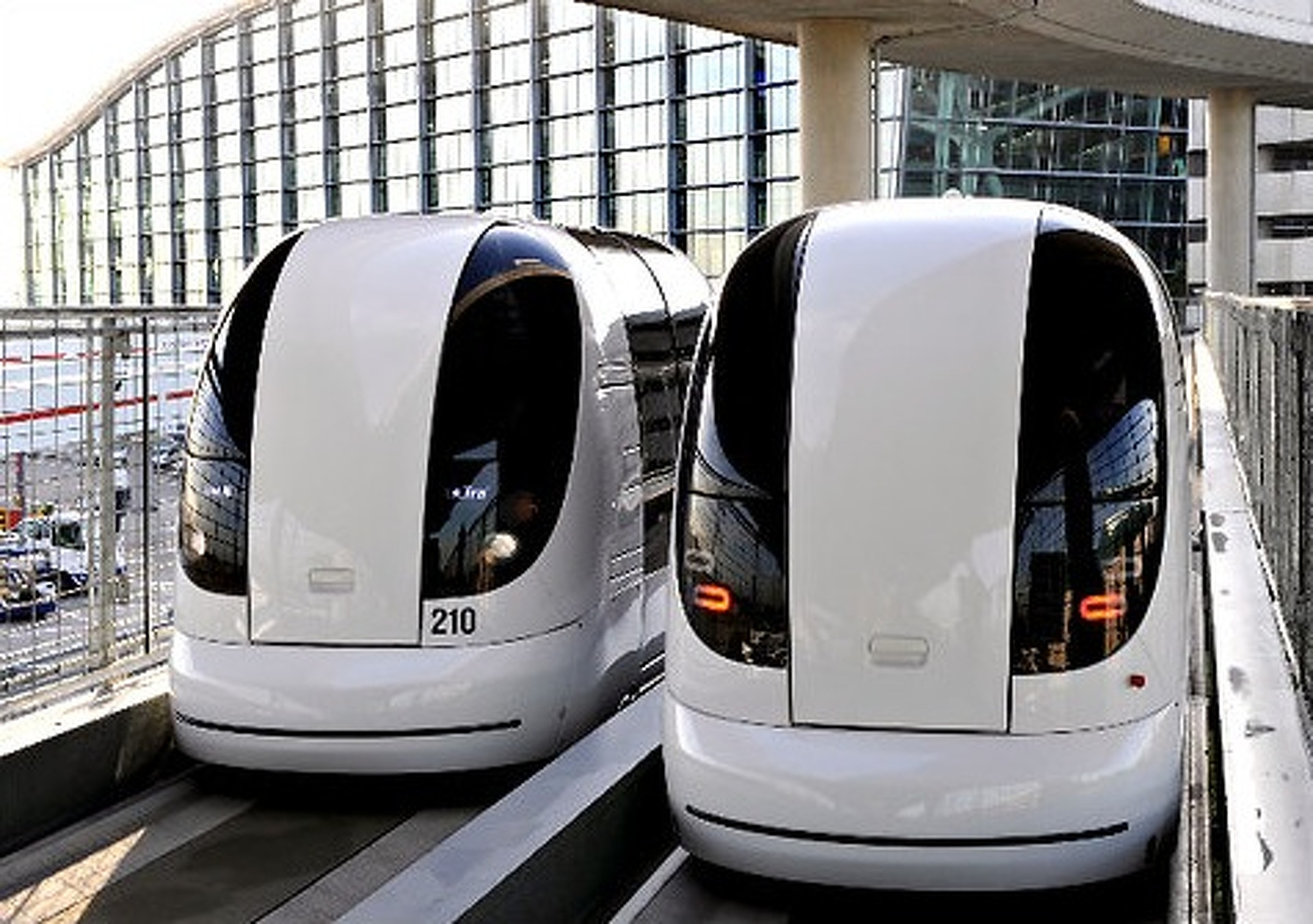 Self-Driving Electric Pod Cars Available in UK by 2015