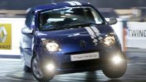 Renault Twingo & Stunt Driver Terry Grant set New World Record