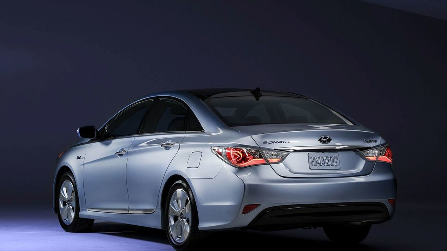 2011 Hyundai Sonata Hybrid Debuts at New York Auto Show