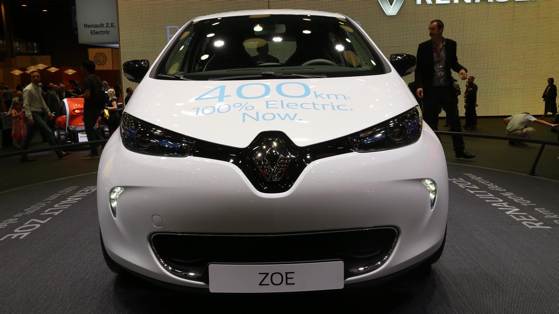 Renault Zoe ZE 40 plugs into Paris with 250-mile range