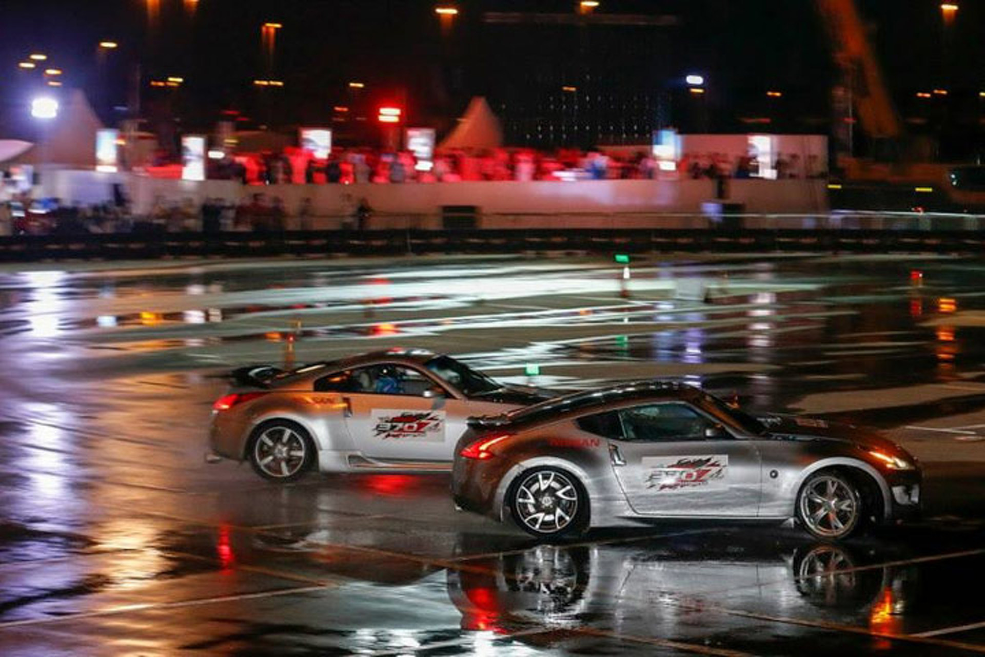 Watch Two Nissan Z Cars Drift to a Guinness Record