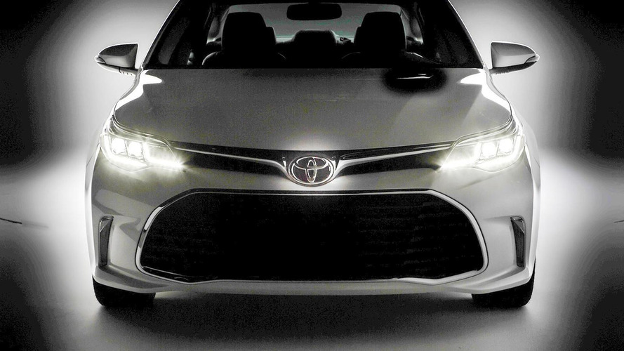 2016 Toyota Avalon teased; debuts at Chicago Auto Show