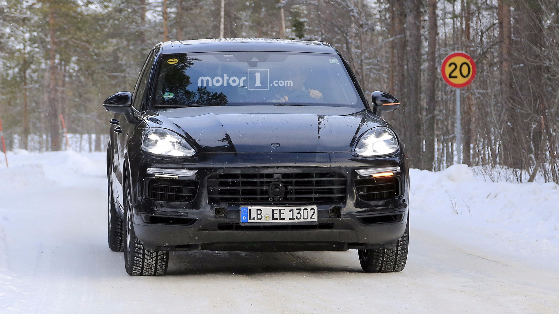porsche confirms bonkers cayenne turbo s e hybrid with 671 hp