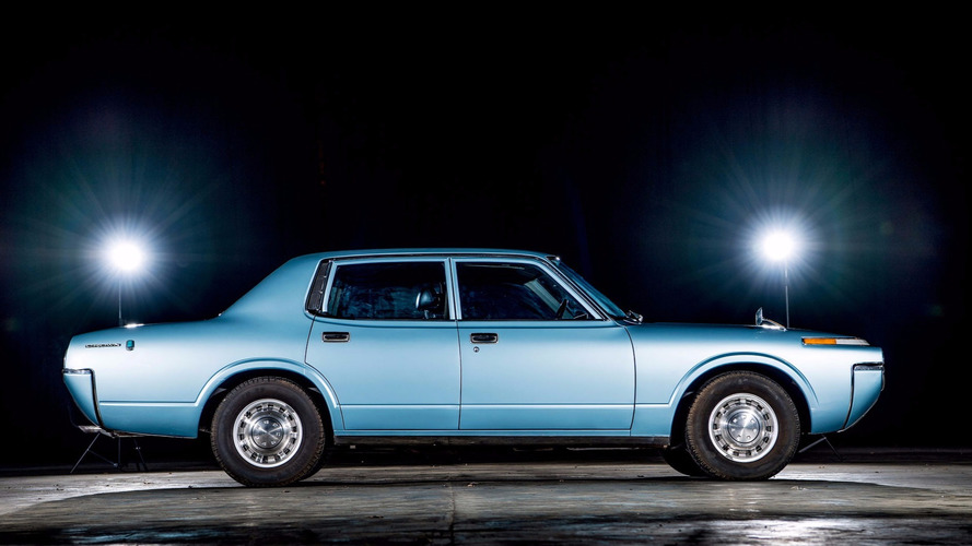 1972-toyota-crown-side