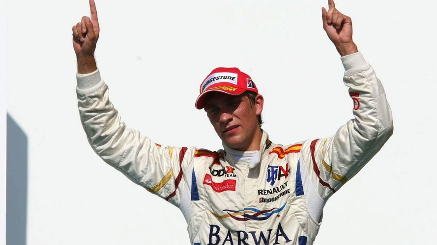 Vitaly Petrov a candidate for Renault seat - report
