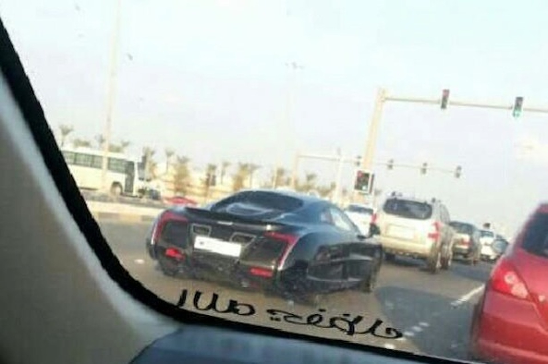 https://icdn-5.motor1.com/images/mgl/0YAMn/s1/spotted-mclaren-x-1-strolling-through-bahrain.jpg