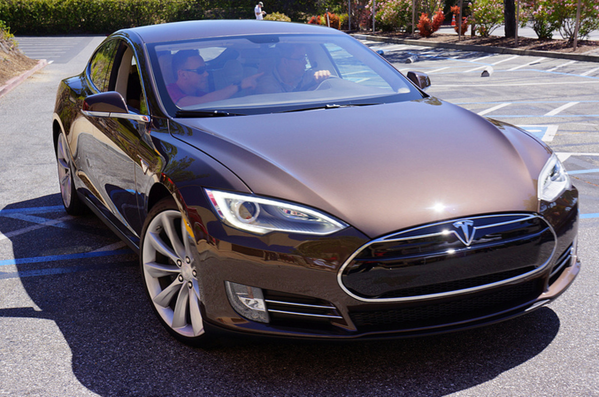 Tesla Offers Infinite Warranty, But With a Hitch