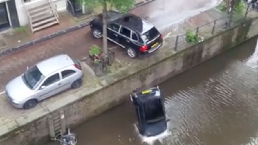 Porsche Cayenne punts Smart into water for movie stunt