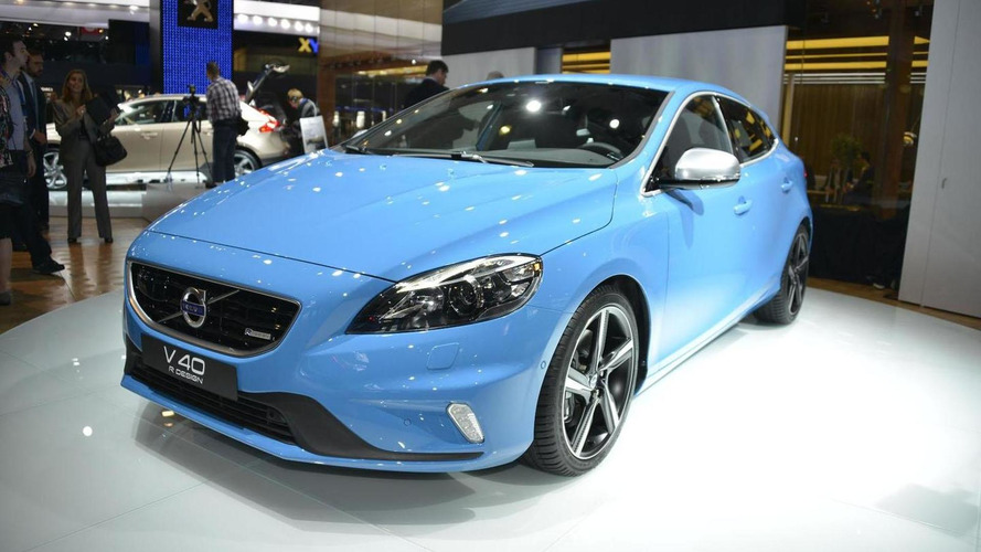 Volvo V40 Cross Country & R-Design debut in Paris