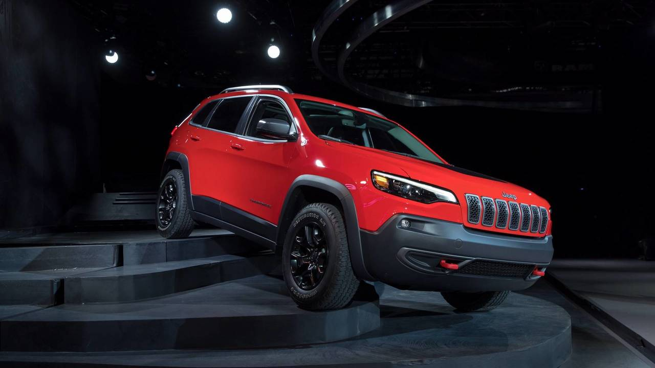 2019 Jeep Cherokee Gets A More Traditional Face, Roomier ...
