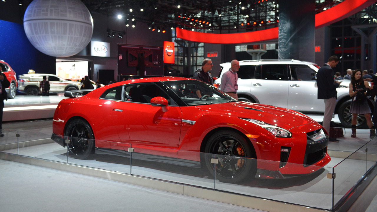 nissan gt r track edition appears behind barriers in new york. Black Bedroom Furniture Sets. Home Design Ideas