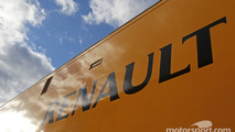Renault F1 Sport truck. Formula One Testing, Day Two, Wednesday