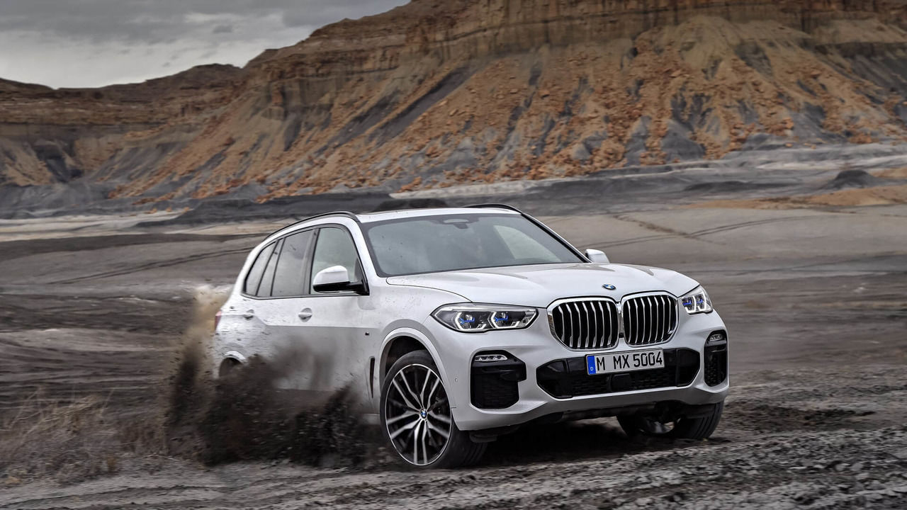 2019 bmw x5 debuts with familiar look lots of cutting edge tech. Black Bedroom Furniture Sets. Home Design Ideas