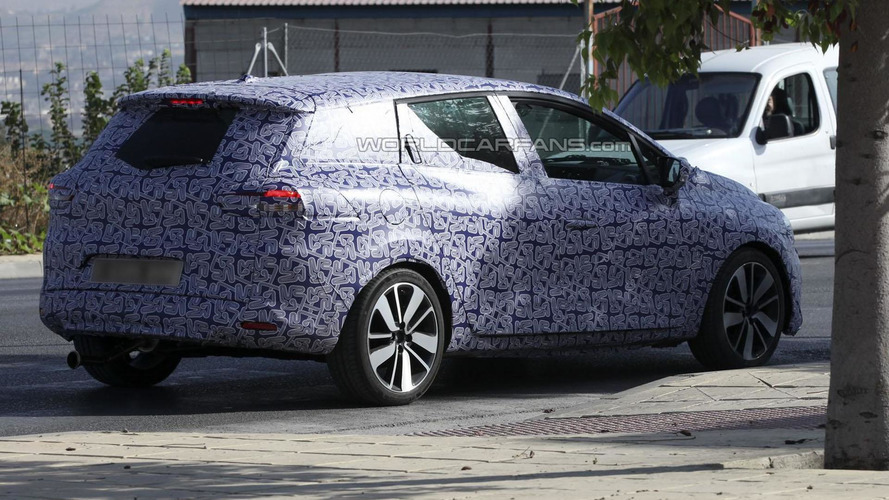 2013 Renault Clio Sports Tourer spied