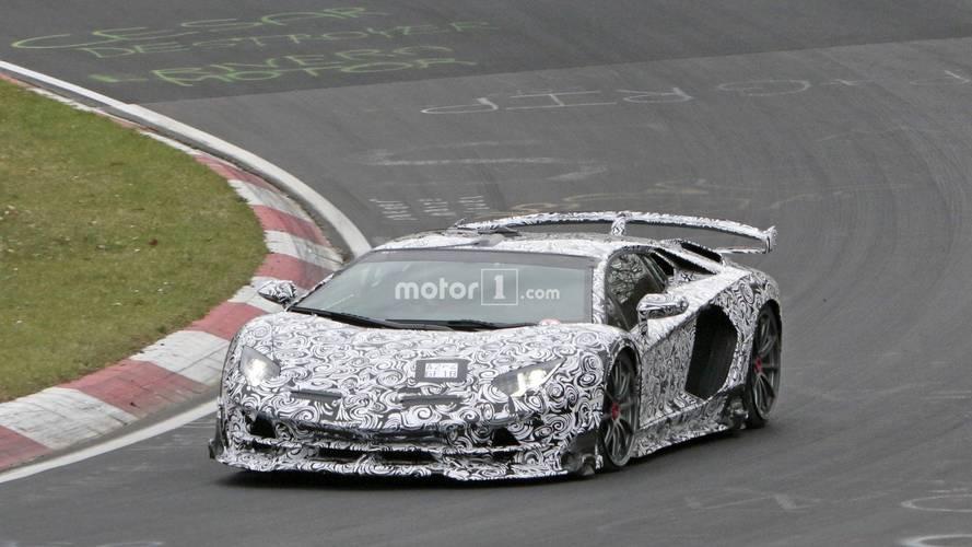 Lamborghini Aventador SVJ çılgın gövdesiyle Nürburgring'de