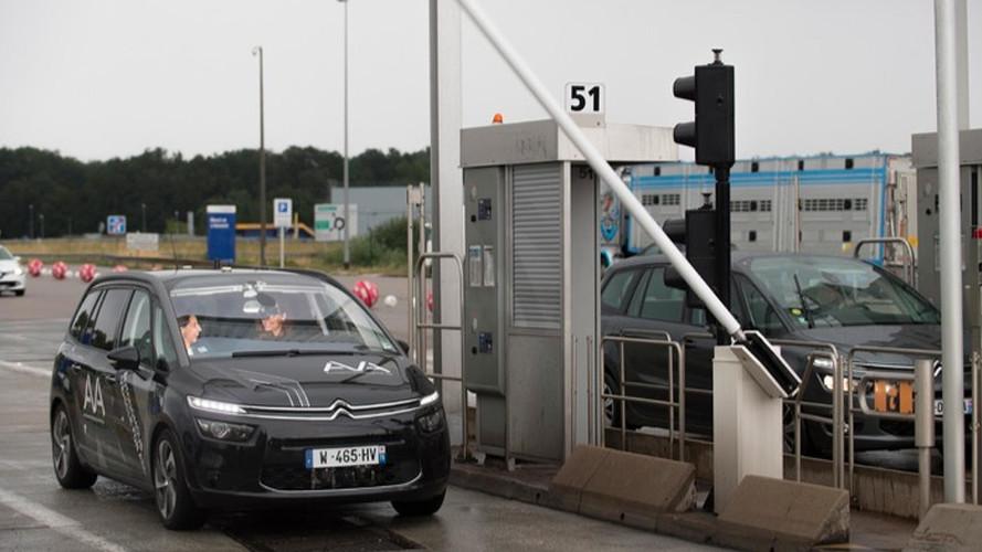 Une voiture autonome franchit un péage toute seule !