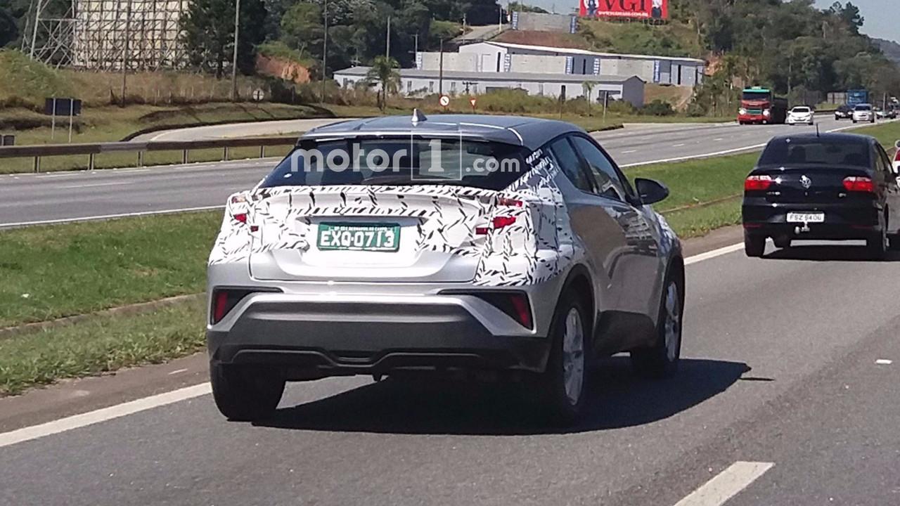 Toyota C-HR - Flagra