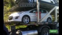 Novo Peugeot 308 é flagrado sem disfarces no Brasil - Modelo terá versão com LEDs