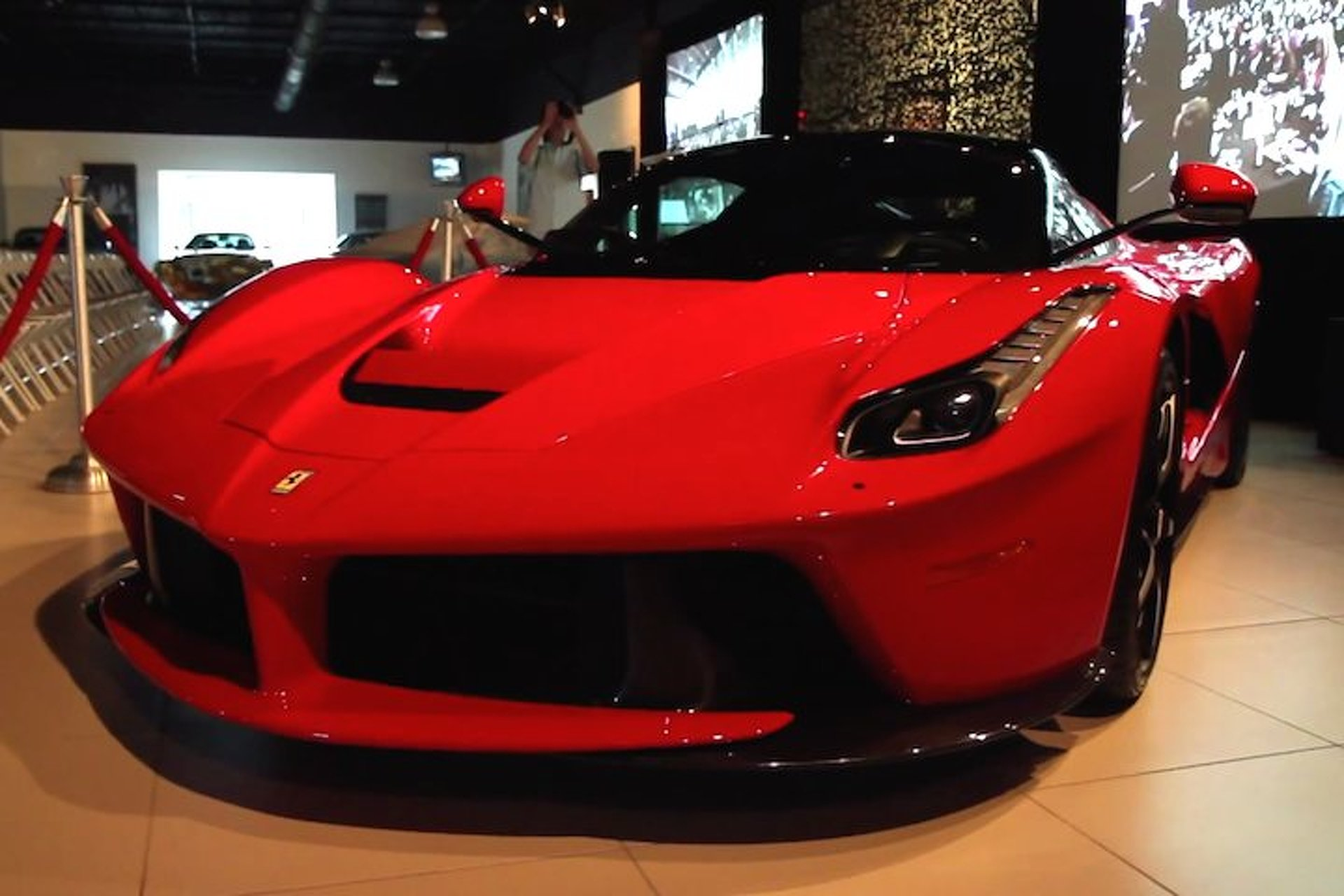 Check Out the Gorgeous Curves of the Ferrari LaFerrari