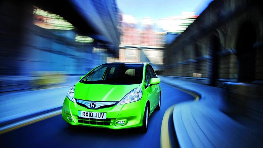 Honda Jazz Hybrid motors into Paris