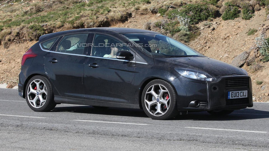 2014 Ford Focus ST facelift hides front grille in latest spy photos