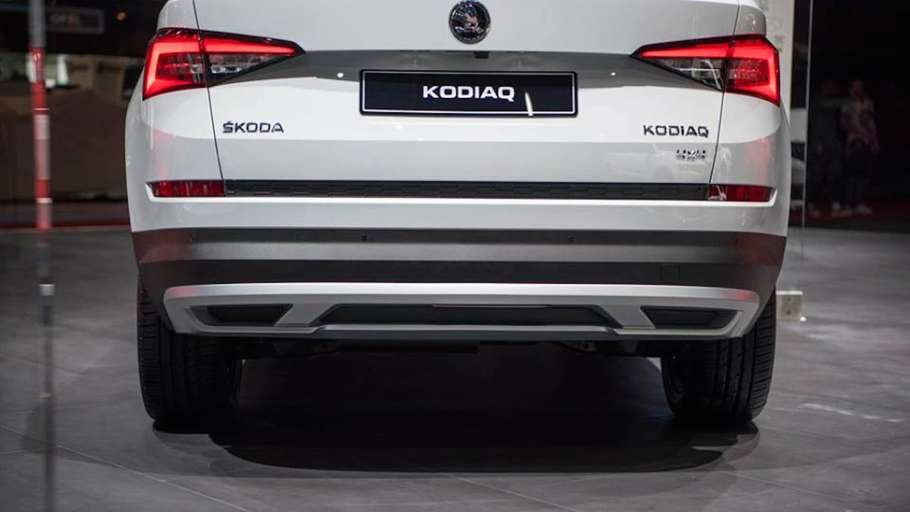 skoda kodiaq scout debuts with rugged looks standard awd. Black Bedroom Furniture Sets. Home Design Ideas