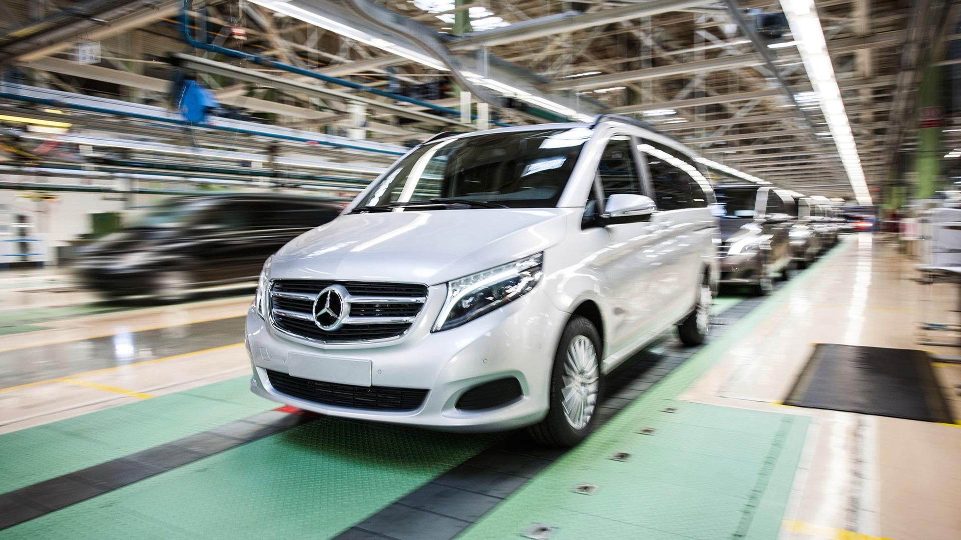Mercedes builds 100k v class minivans adds production in for Mercedes benz espana