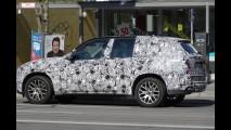 Flagra: BMW X7 é fotografado durante testes de rodagem