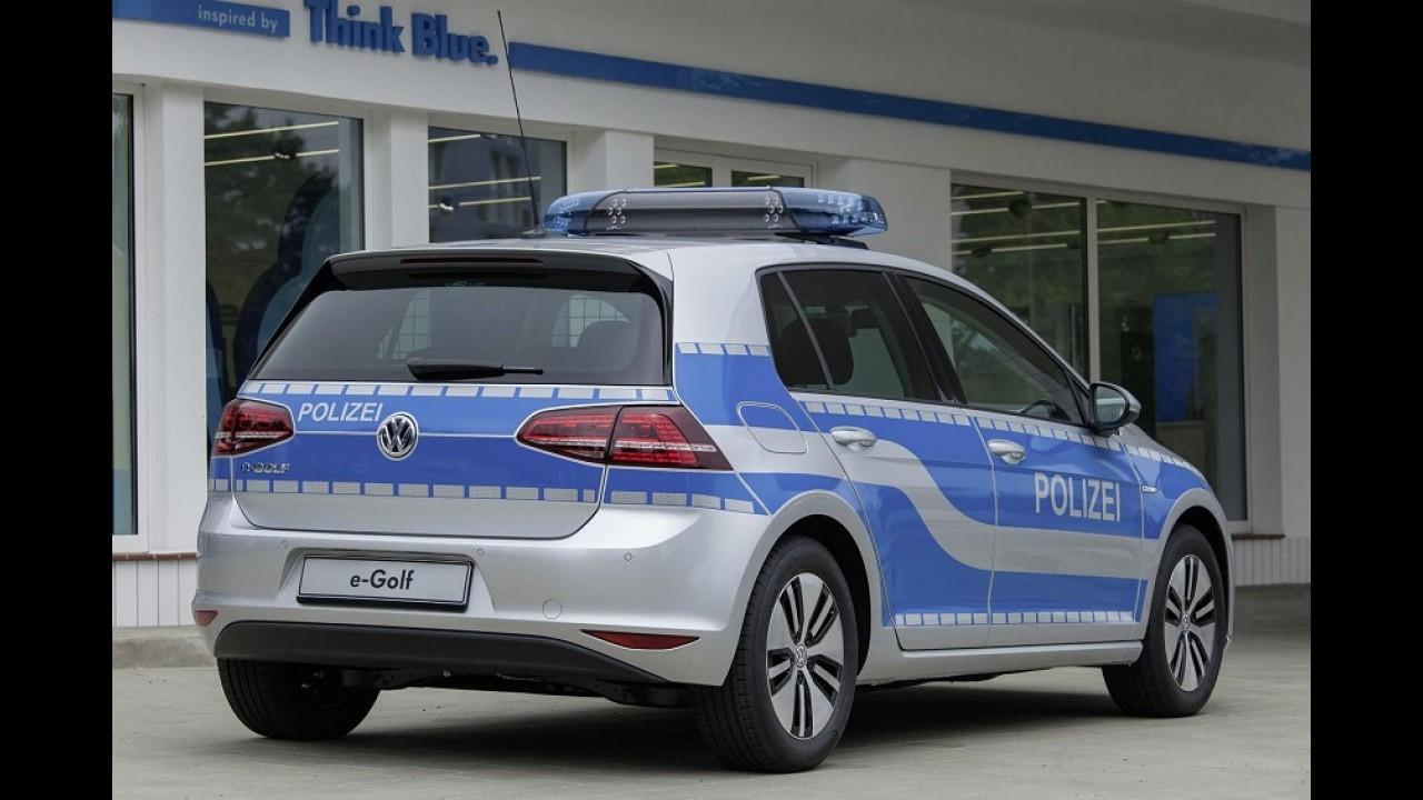 VW Golf elétrico veste farda e vira carro de polícia na Alemanha