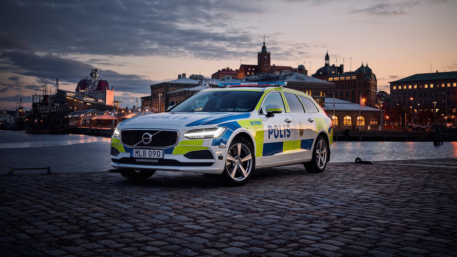 This is the first Volvo V90 to wear police livery