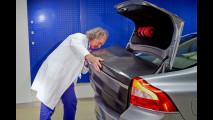 La carrozzeria dell'auto diventa una batteria