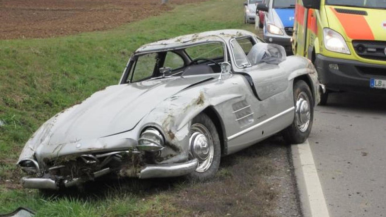 Crashed Mercedes-Benz 300SL Gullwing