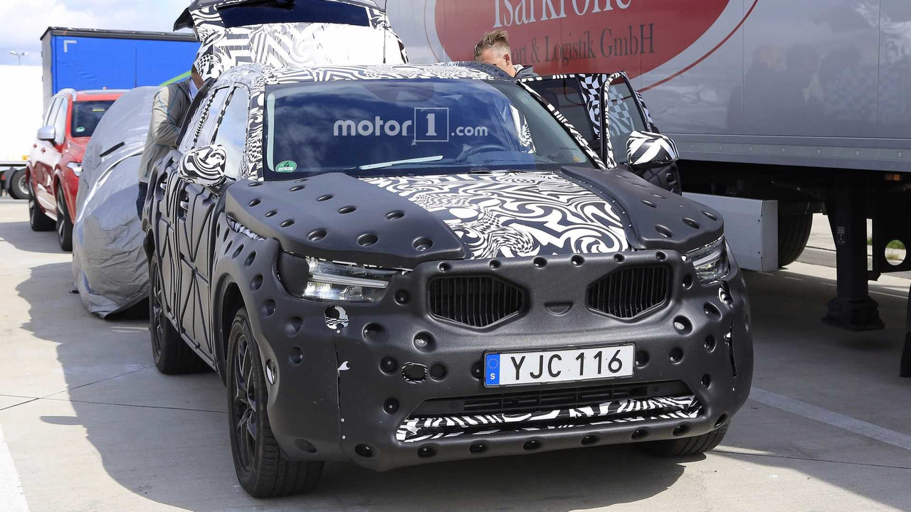 2018 - [Volvo] XC40  - Page 5 2018-volvo-xc40-spy-photo