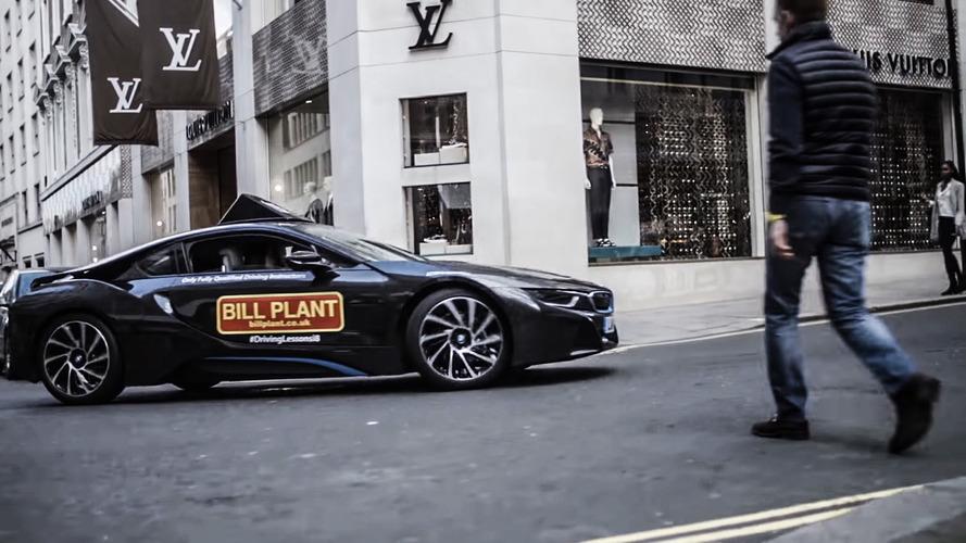 VIDÉO - L'auto-école propose la conduite à bord d'une BMW i8