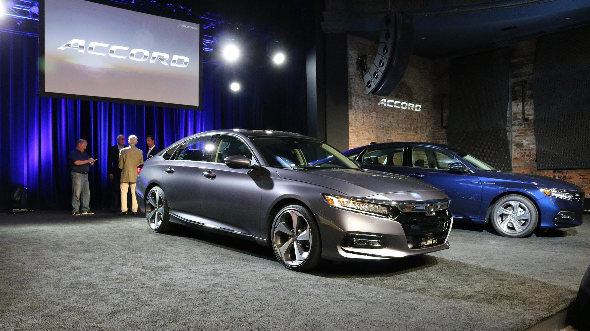 Discover the ins and outs of the 2018 honda accord in 4 videos for Honda accord 2018 price in usa