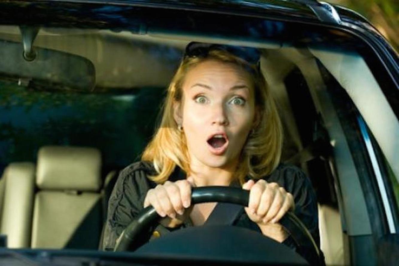 Les femmes sont-elles plus irritables que les hommes au volant ?