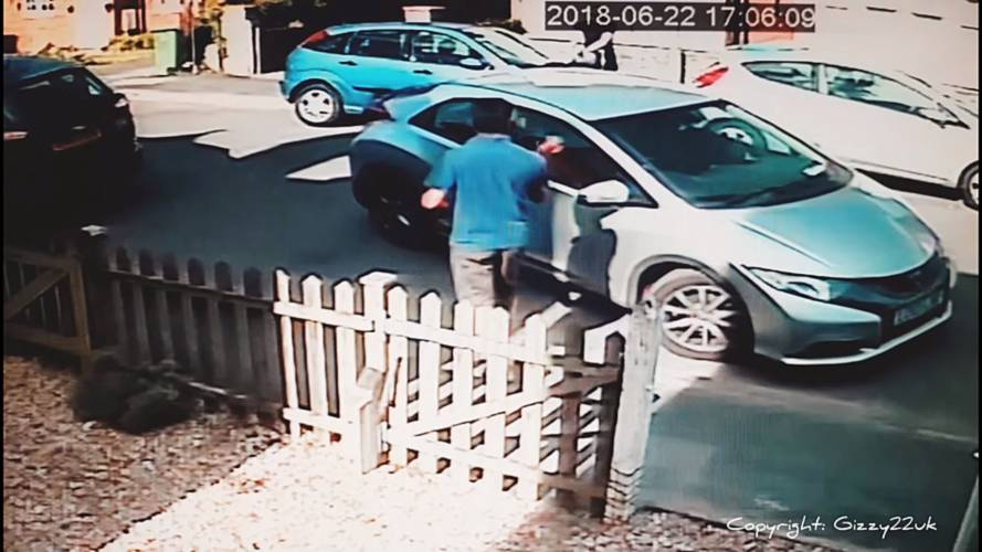 Two UK Drivers Take Eight Minutes To Parallel Park One Car
